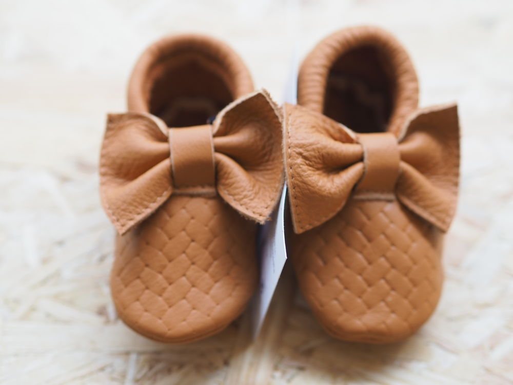 Moccs braids with bows brown